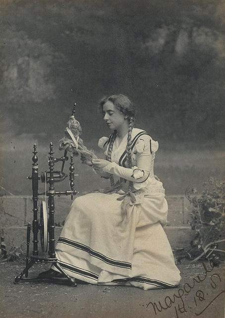 """Maud Grantham as Marguerite in """"Faust"""", Sydney, 1901 / photographer T. Humphrey & Co."""