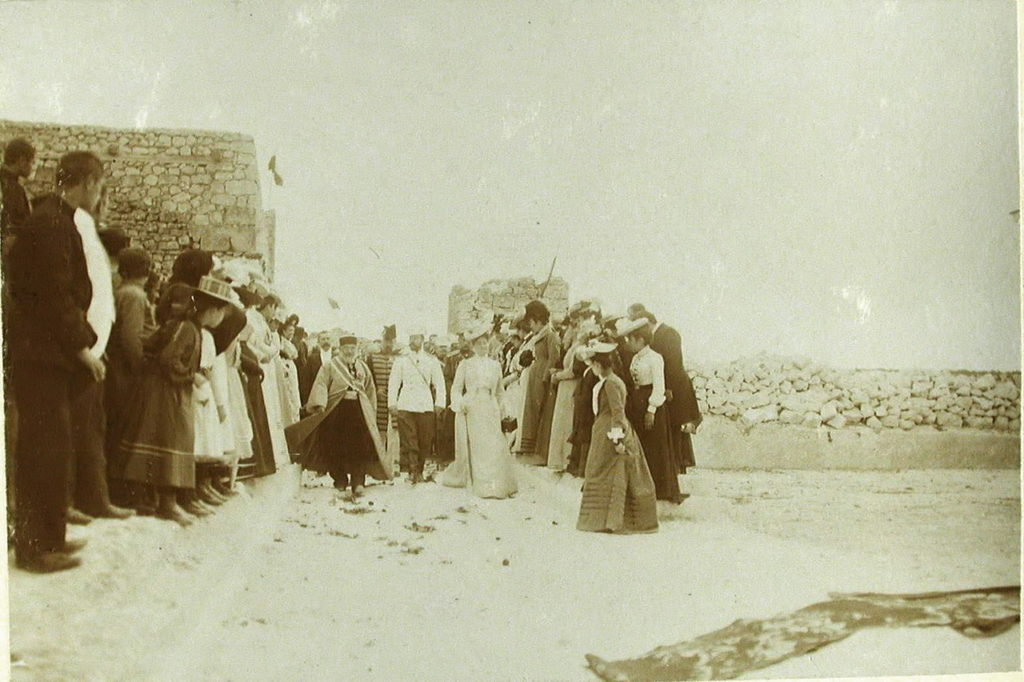 Emperor Nicholas II, Empress Alexandra Feodorovna and the persons accompanying them to inspect the ruins of the ancient fortres