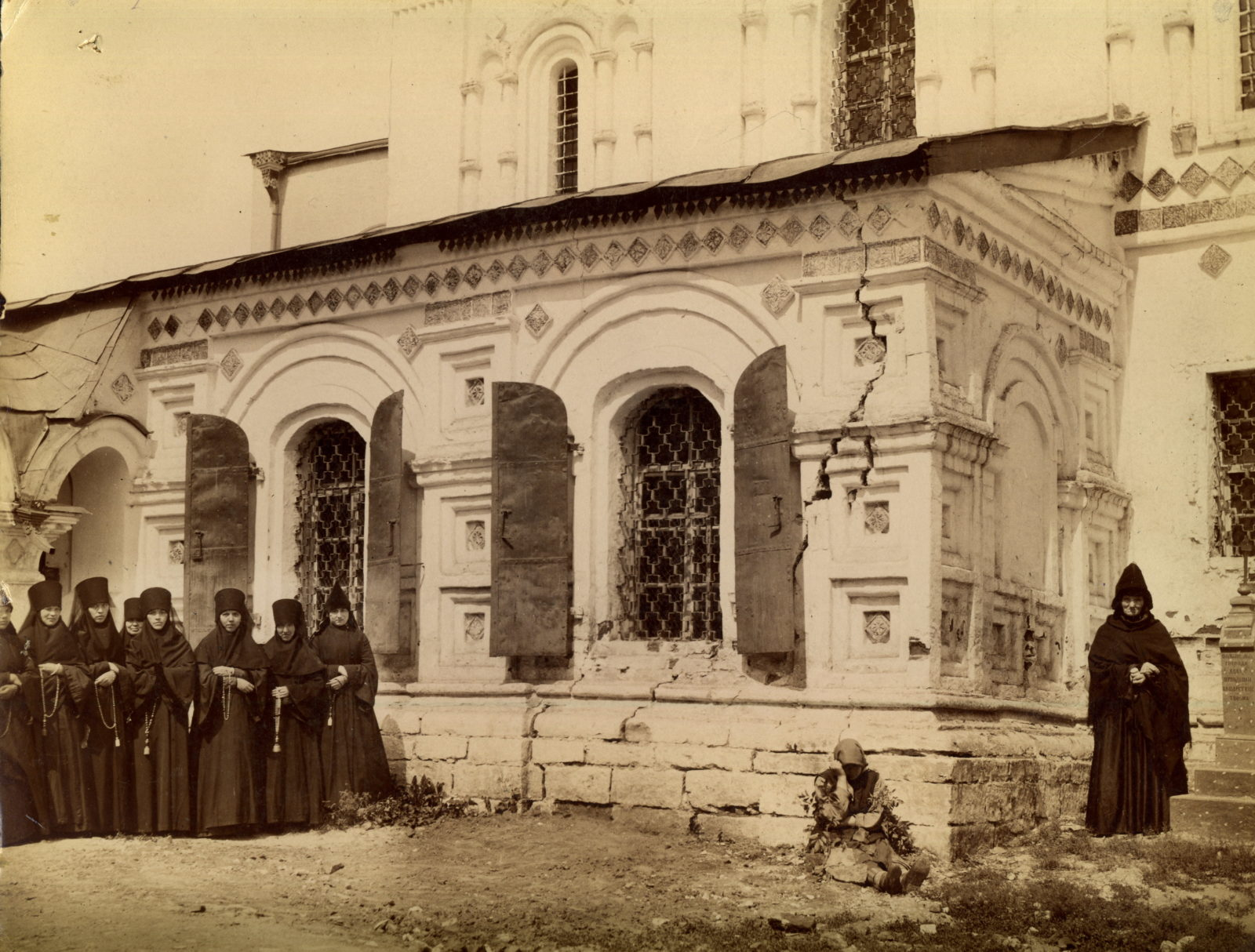 Murom, Nuns at the walls of the Trinity Cathedral. 1900s