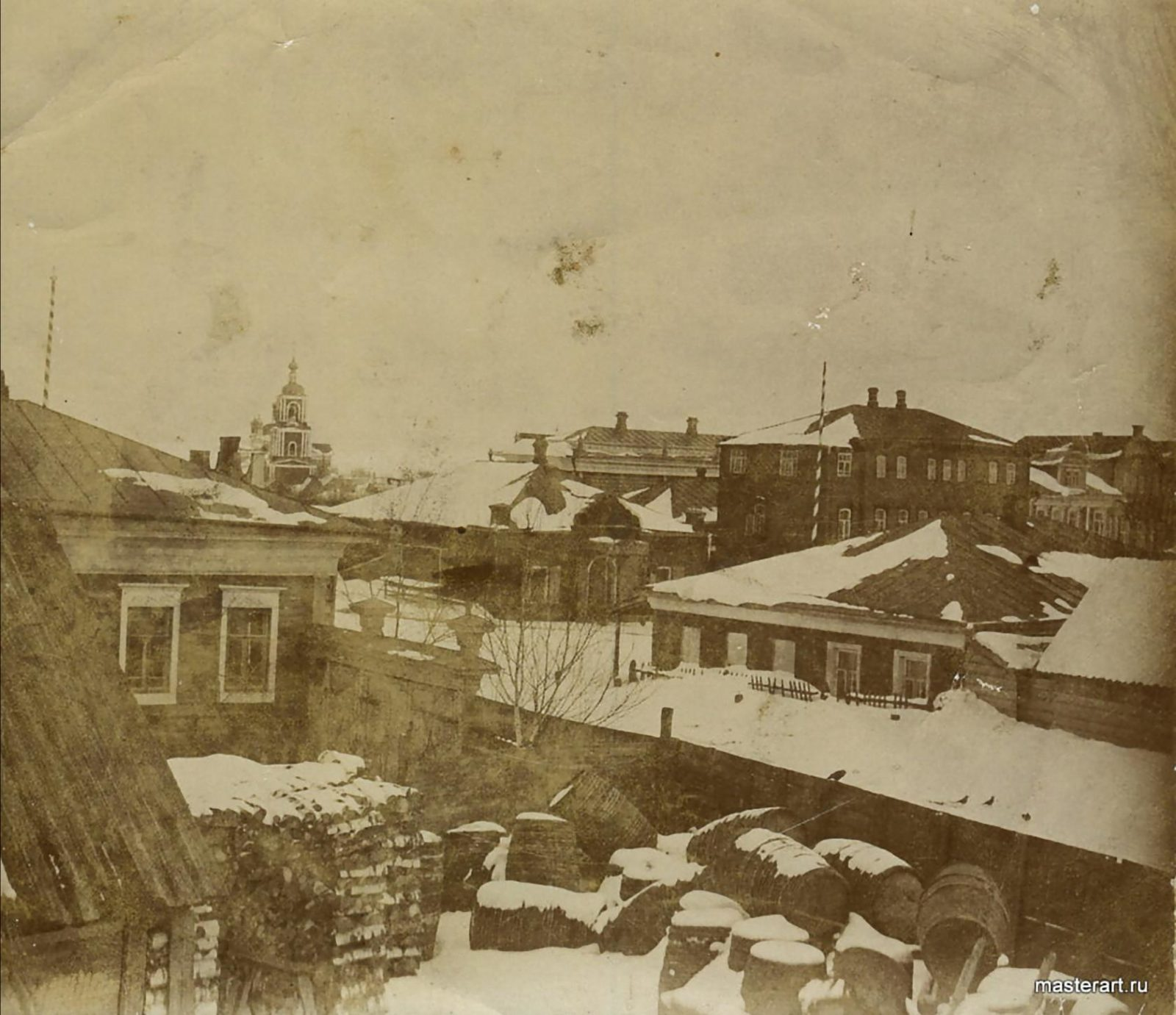 Murom, Urban buildings in winter. Barrels and firewood.