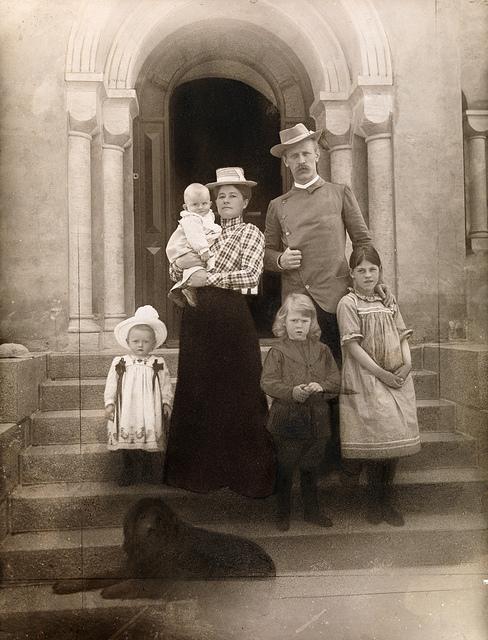 Portrett av Fridtjof og Eva Nansen med barna, 1902