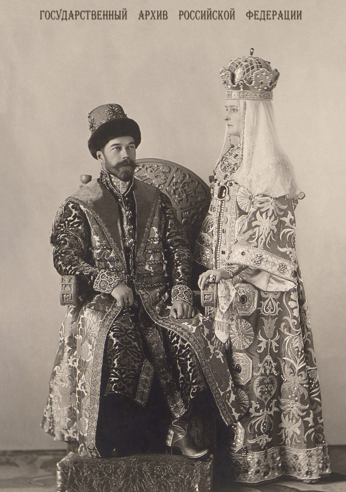 Emperor Nicholas II and Empress Alexandra Feodorovna in Russiantraditional costumes