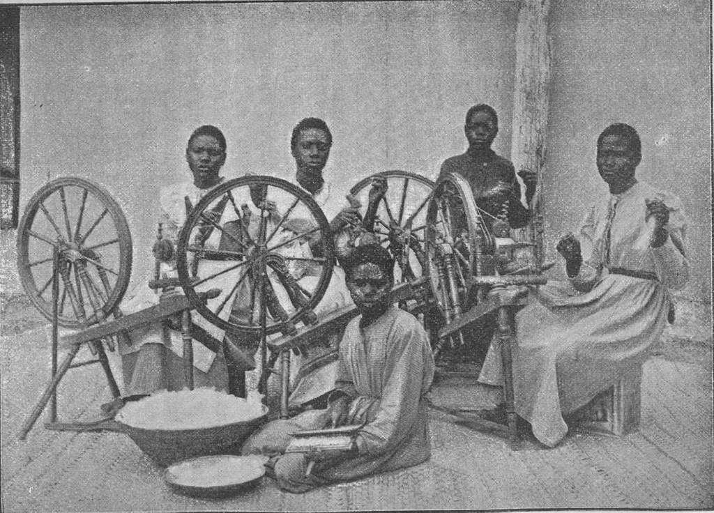 Käsityökoulu Ondongassa 1903