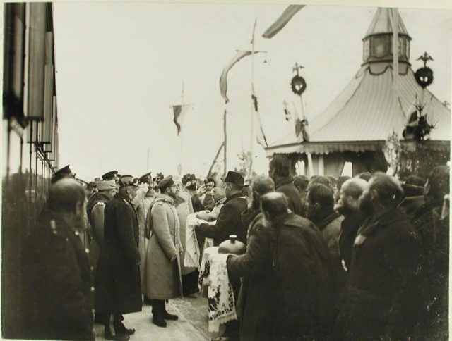 Zhmerynka. Provincial officials and residents greet Emperor Nicholas II