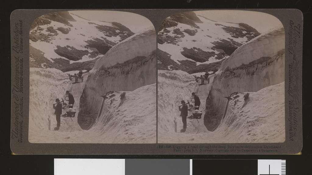 (28) - 628 - Digging a road through the deep July snow-drifts upon Dyreskard Pass (3715 ft.), Norway stereofotografi - no-nb digifoto 20160629 00230 bldsa stereo 0177