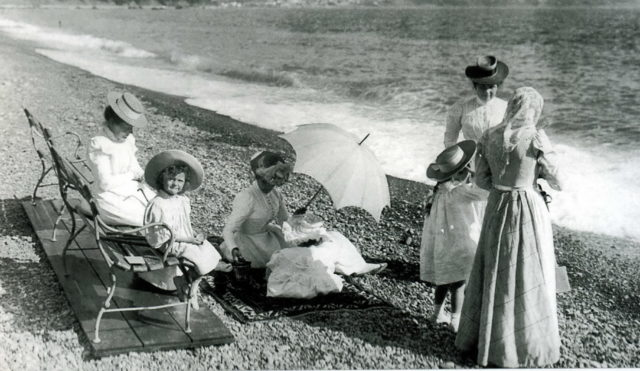 Grand Duchesses on Sea Shore