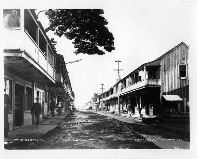 Maunakea Street, Honolulu, photograph by Brother Bertram