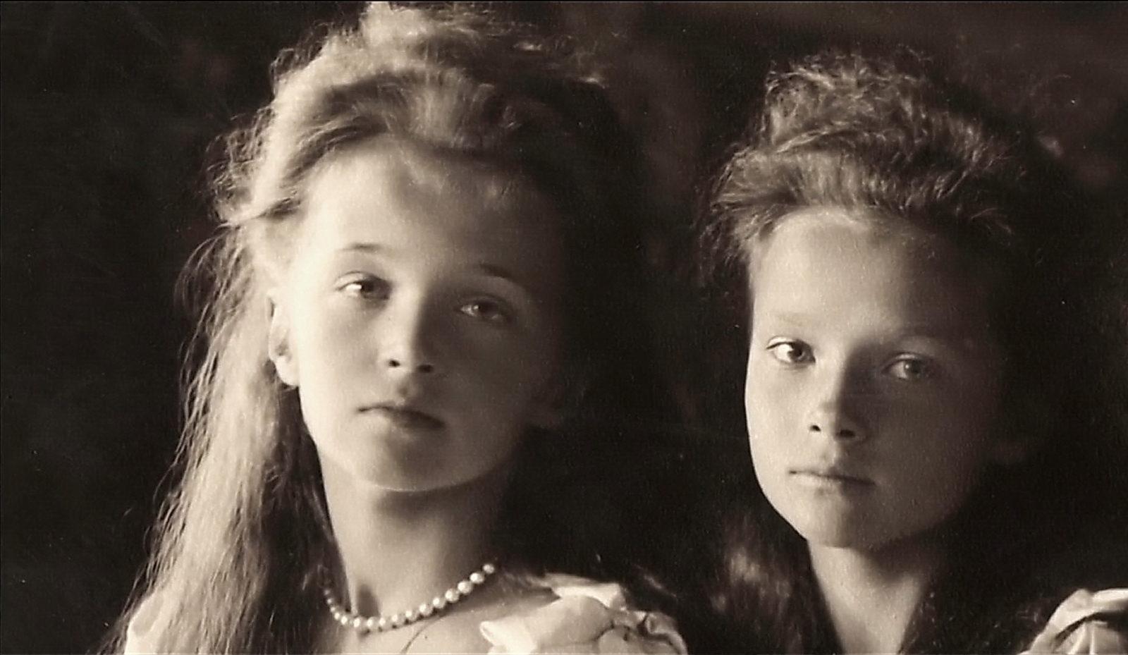 Grand duchesses Olga and Tatiana . 1906.