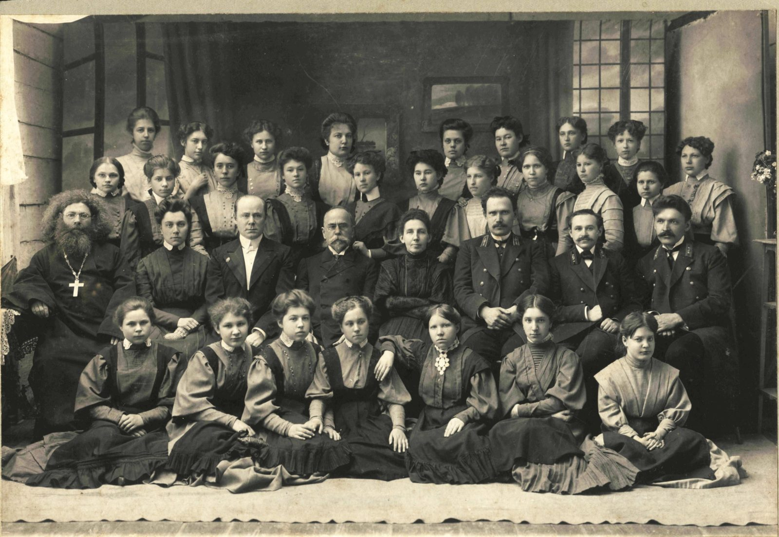 Murom, Group portrait of students of the women gymnasium.1907