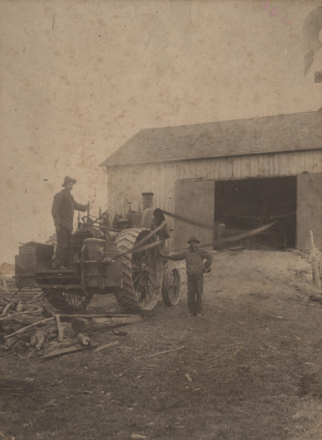 Threshing on Lake Shore Road, 1907