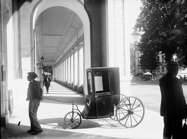 Colonnade de l'établissement thermal, Luchon, 13 août 1908