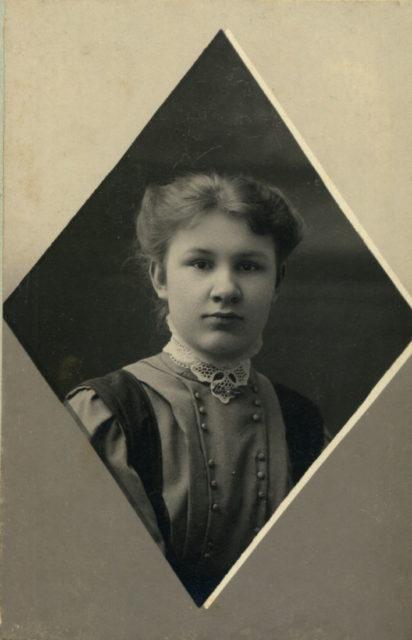 Murom, Portrait of the schoolgirl Natalia Molchanova. 1906-1908.