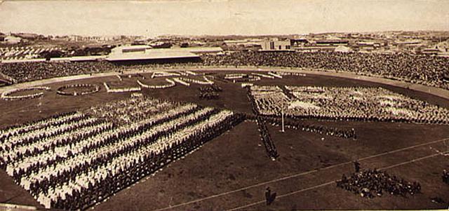 Visit of American Fleet to Sydney : public schools display, Sydney Cricket Ground, 26th Aug, 1908 / photographer G.A. Hills