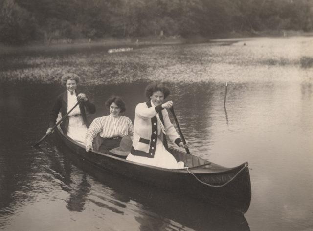 Canoe girls, 1909