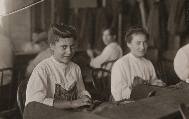 Cigar Factory Girls, Tampa, Florida, Jan.