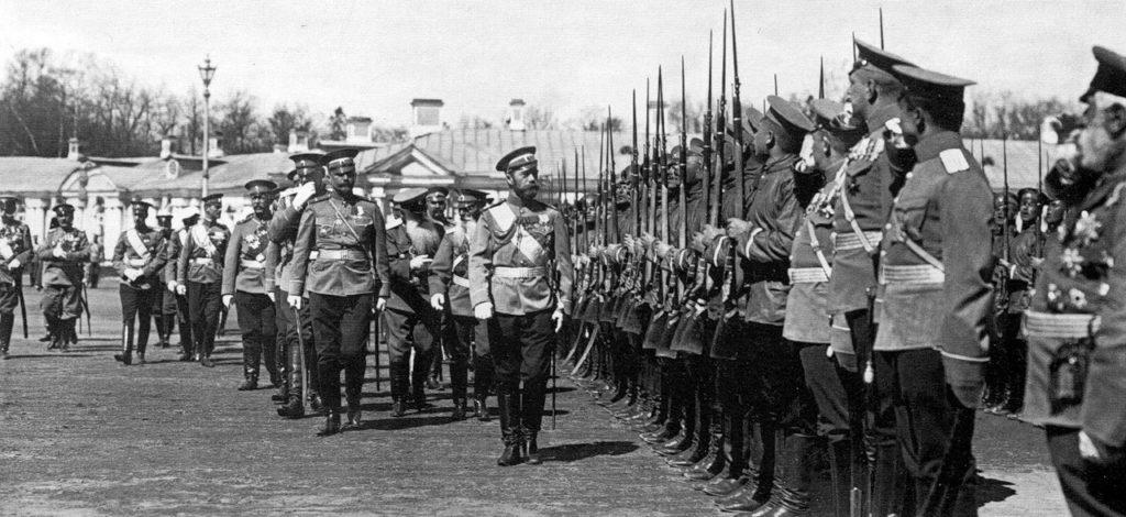 Nicholas II and commander of the regiment, Major-General NM Kisilevsky