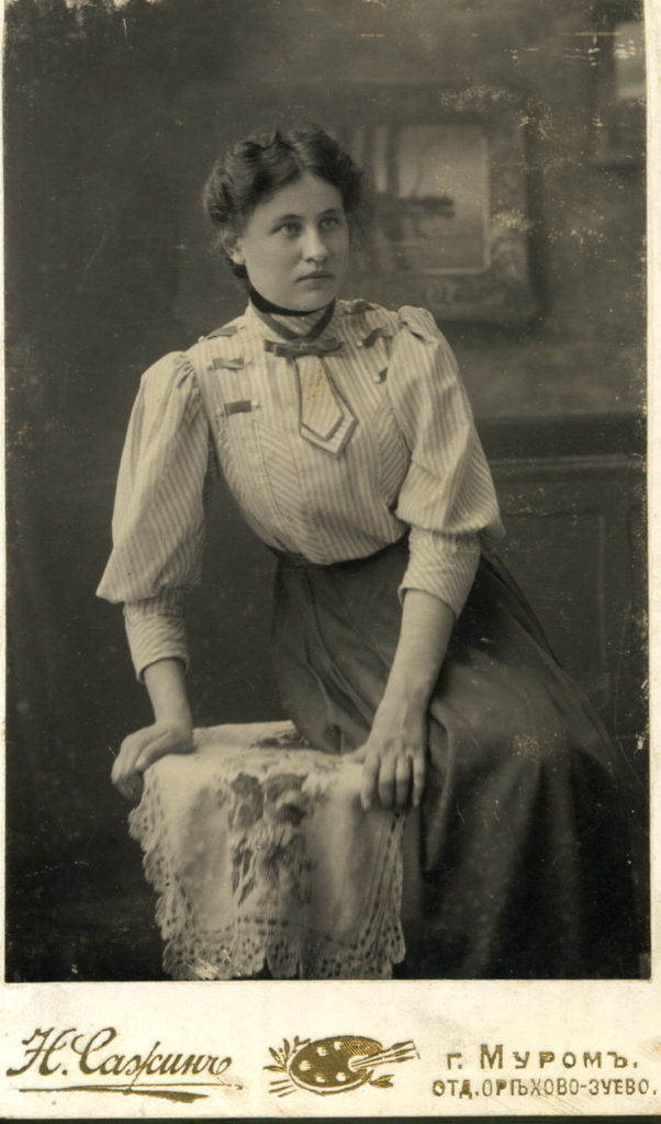 Portrait of a student of Bestuzhev's courses by Anna Simonova.