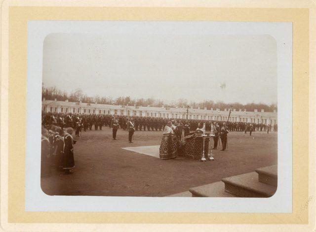 Prayer before the beginning of the troops review in Tsarskoye Selo.