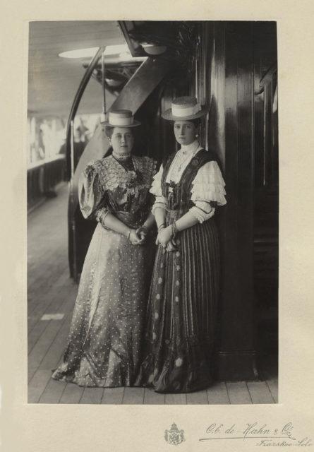 Empress Alexandra Feodorovna with Anna Alexandrovna Vyrubova