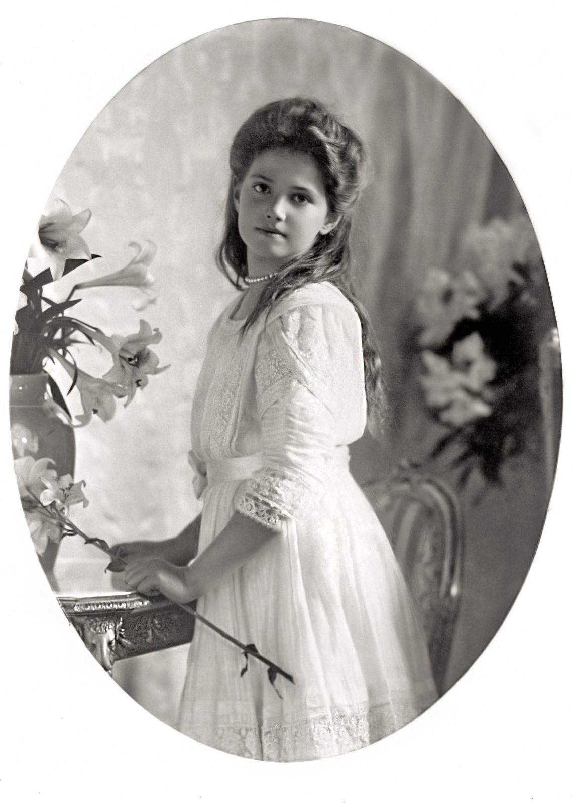 Grand Duchess Maria Nicholaevna with flowers.