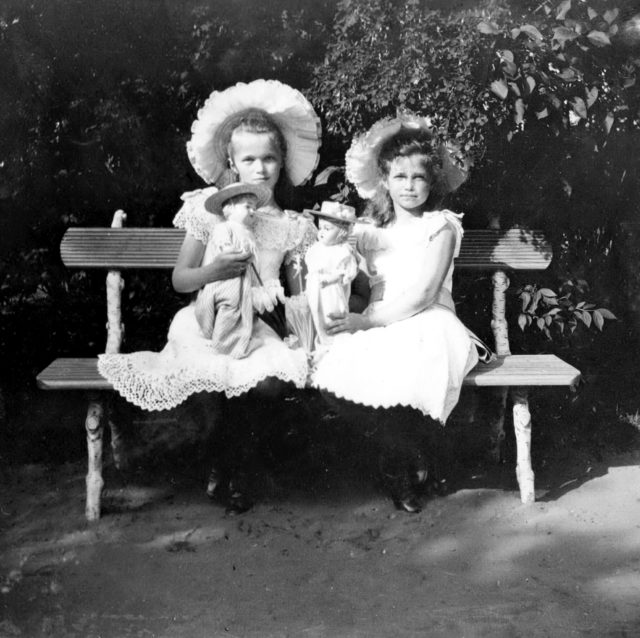 Grand duchesses Olga & Maria