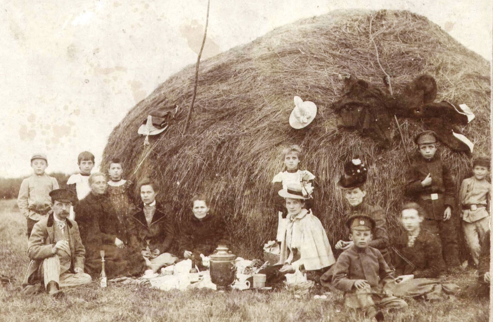 Murom. Events and people. The Tagunov family at a picnic. 1910's.