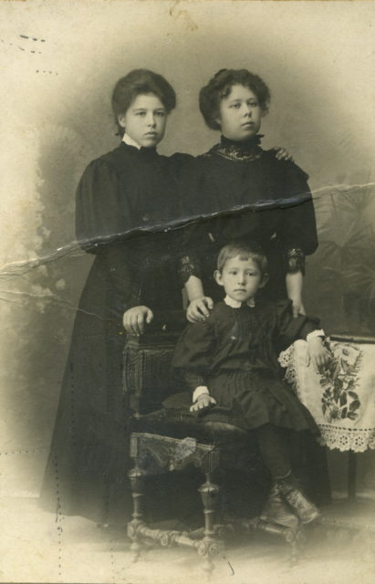 Murom, Maria and Elizabeth Orlov and Sofia Sokolskaya. 1910