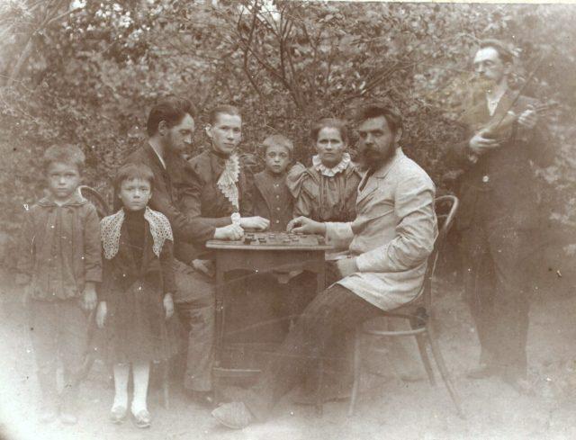 Murom, Playing checkers. Tagunov family.