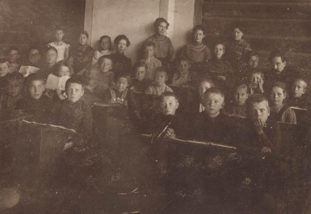 Murom, Teachers and students of primary school along Sadovaya street. 1910s