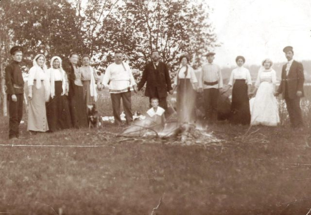 Murom, The Tagunov family at a wedding picnic. 1910s