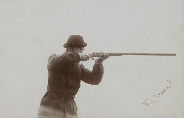 Nikolai II shoots with a gun