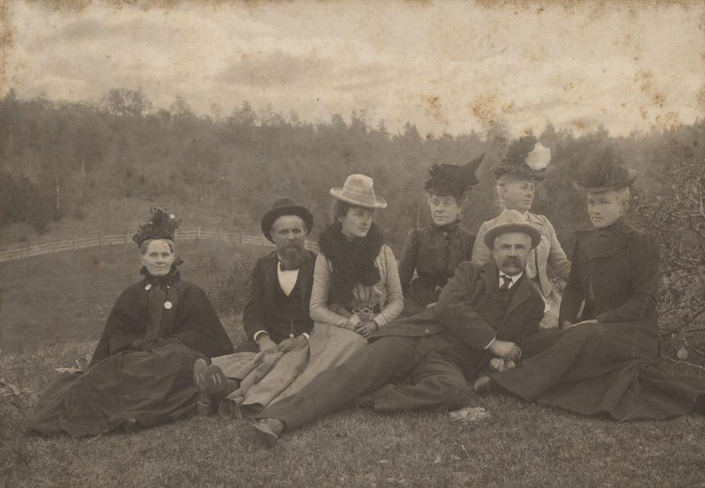Outdoor family portrait, 1900