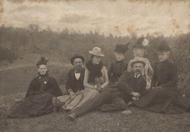Outdoor family portrait, 1900