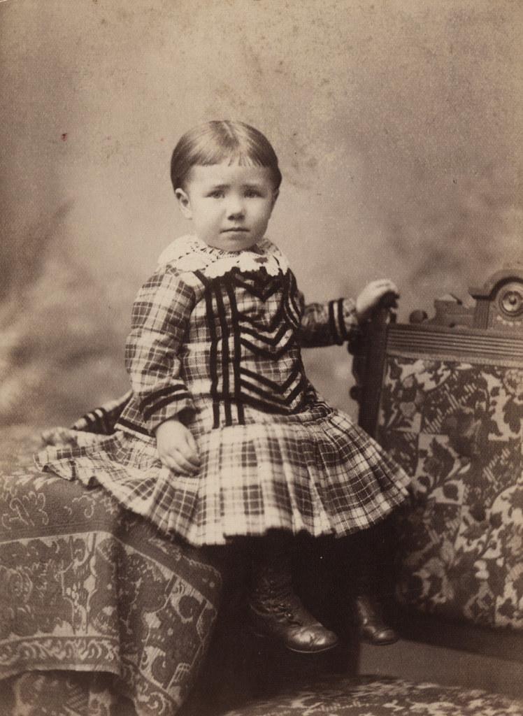 Портрет молодой девушки, дата неизвестна