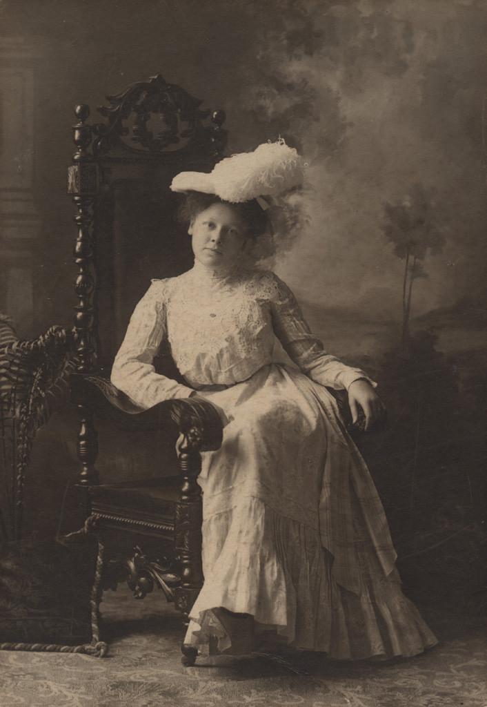 Портрет молодой женщины в шляпе, дата неизвестна