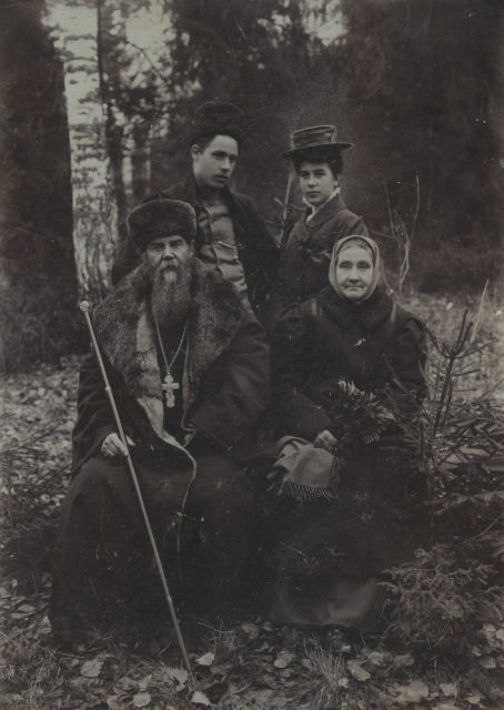 The family of Priest Polisadov. Murom, 1910