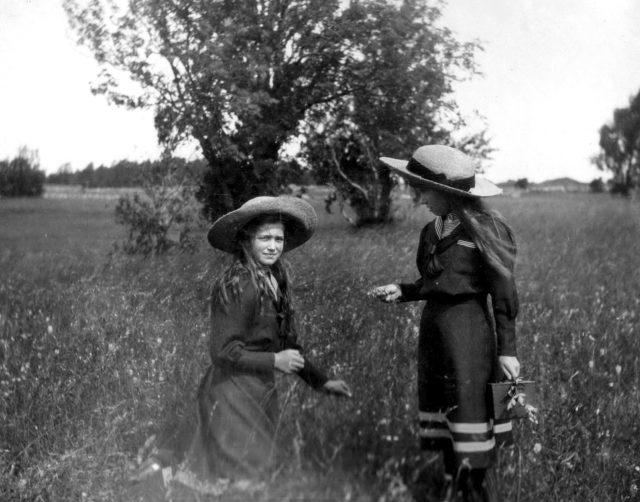 The Grand Duchess Maria Nikolaevna and Anastasia Nikolayevna on a walk.