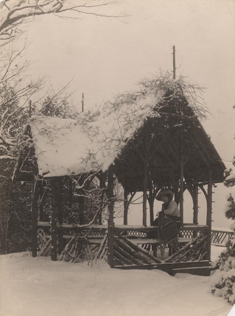 Летний домик зимой 1909 года