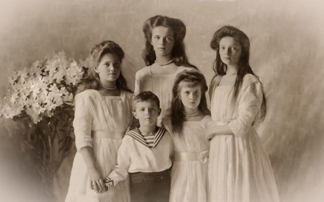 The Tsarevich Alexei and Grand Princesses Olga, Tatiana, Maria and Anastasia. Children of Emperor Nicholas II and Empress Alexandra Feodorovna. Photo of 1910.