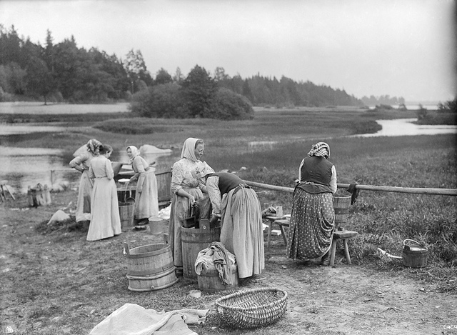 Washerwomen by a lake, Sweden