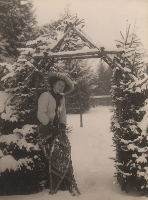 Woman with snowshoes, 1909