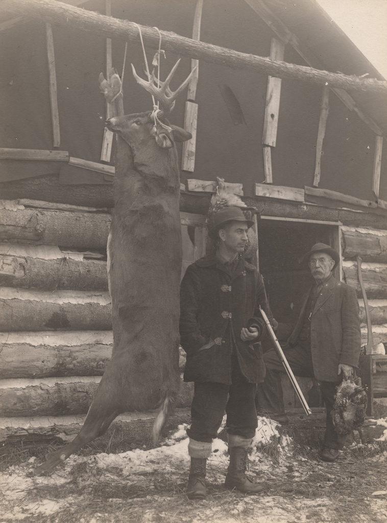Висячий олень с охотниками, 1911 год.