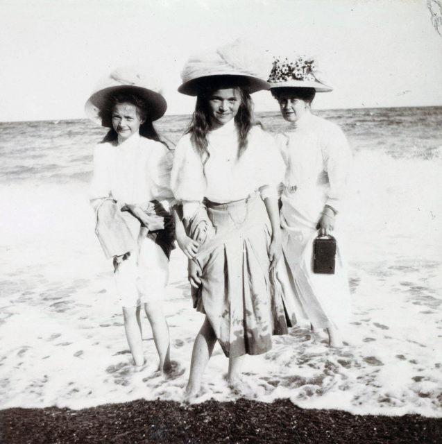Anna Vyrubova, Grand Duchess Tatiana and Grand Duchess Olga