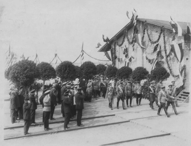 Nicholas II and Wilhelm II with a group of officers review the 85th Vyborg Emperor Wilhelm II regiment.