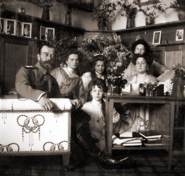 Nicolas II with Alexandra Feodorovna, Olga, Tatiana, Maria, Anastasia