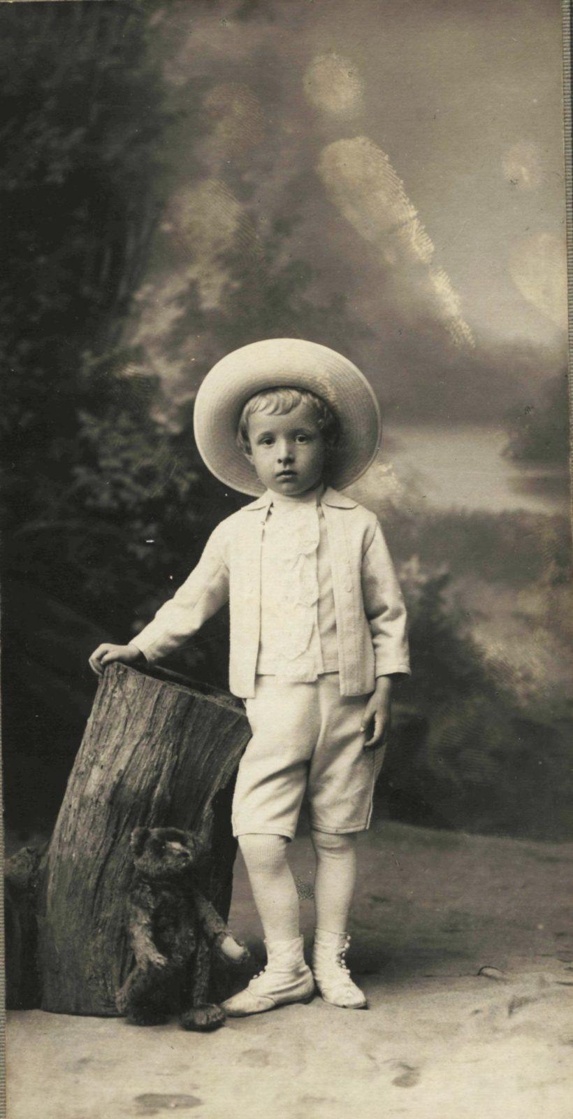 Portrait of the boy Vanya Sokolsky. 1910-1912