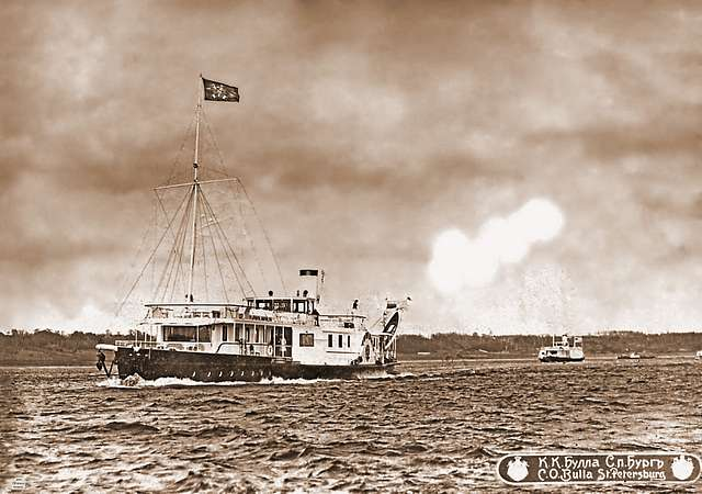 """The royal flotilla is coming to Kostroma. The first is the ship """"Mezhen"""", followed by the twin ship """"Strezhen""""."""