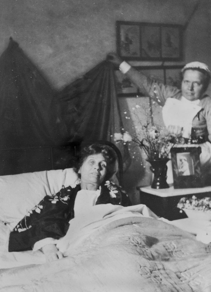 Emmeline Pankhurst with Nurse Pine, c.1913.