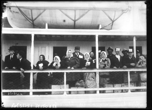 Immigrants arriving in New York from Ellis Island