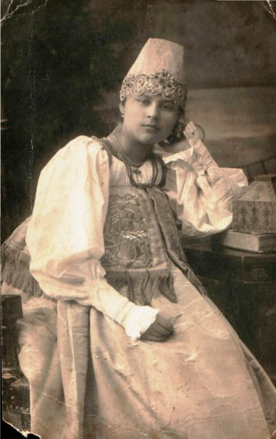 Murom. A portrait of a woman in Russian traditional dress.
